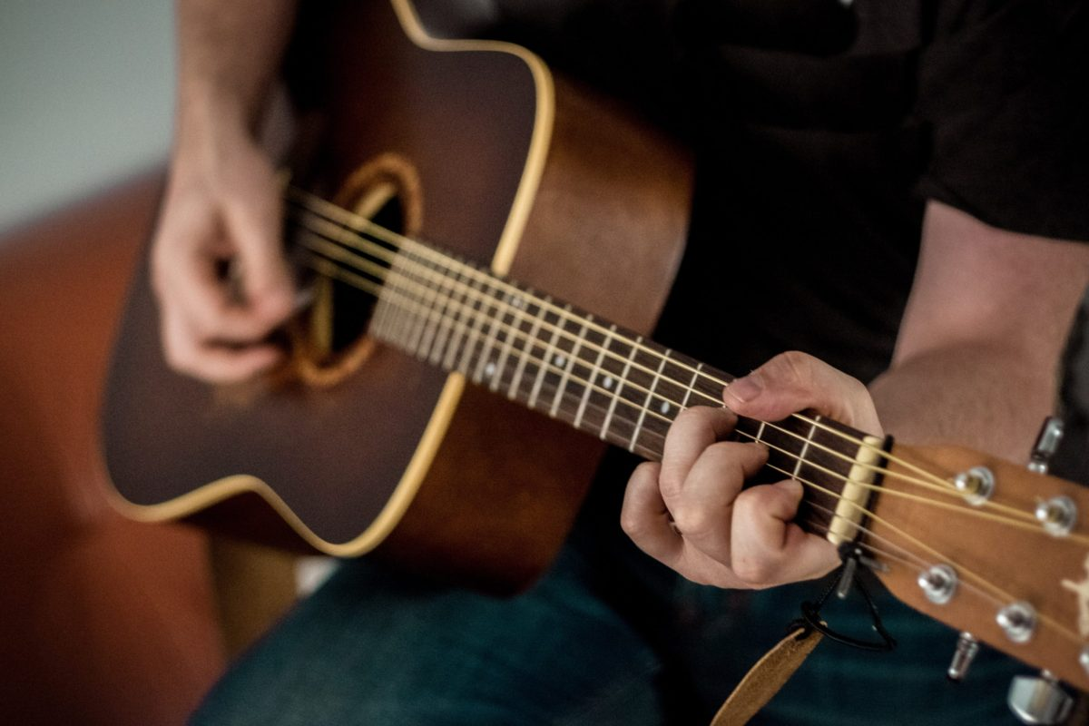 Should I Learn on Acoustic or Electric Guitar First? -